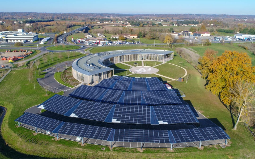 A regional bank equips its car park with photovoltaic canopies