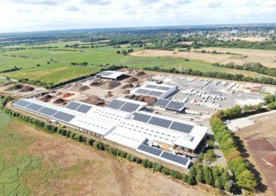 Nos fixations photovoltaïques sur les bâtiments d'une usine de fabrication de substrats de culture