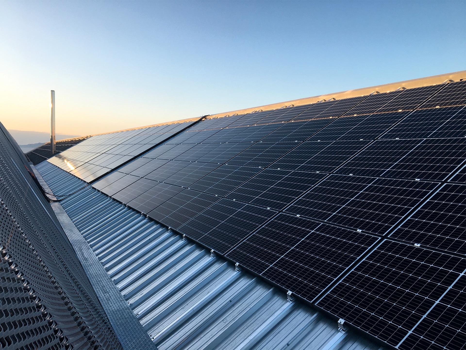 fixation panneaux photovoltaiques sur toits pentus