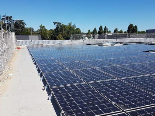 chantier-industriel-photovoltaique-sur-toiture-PVC