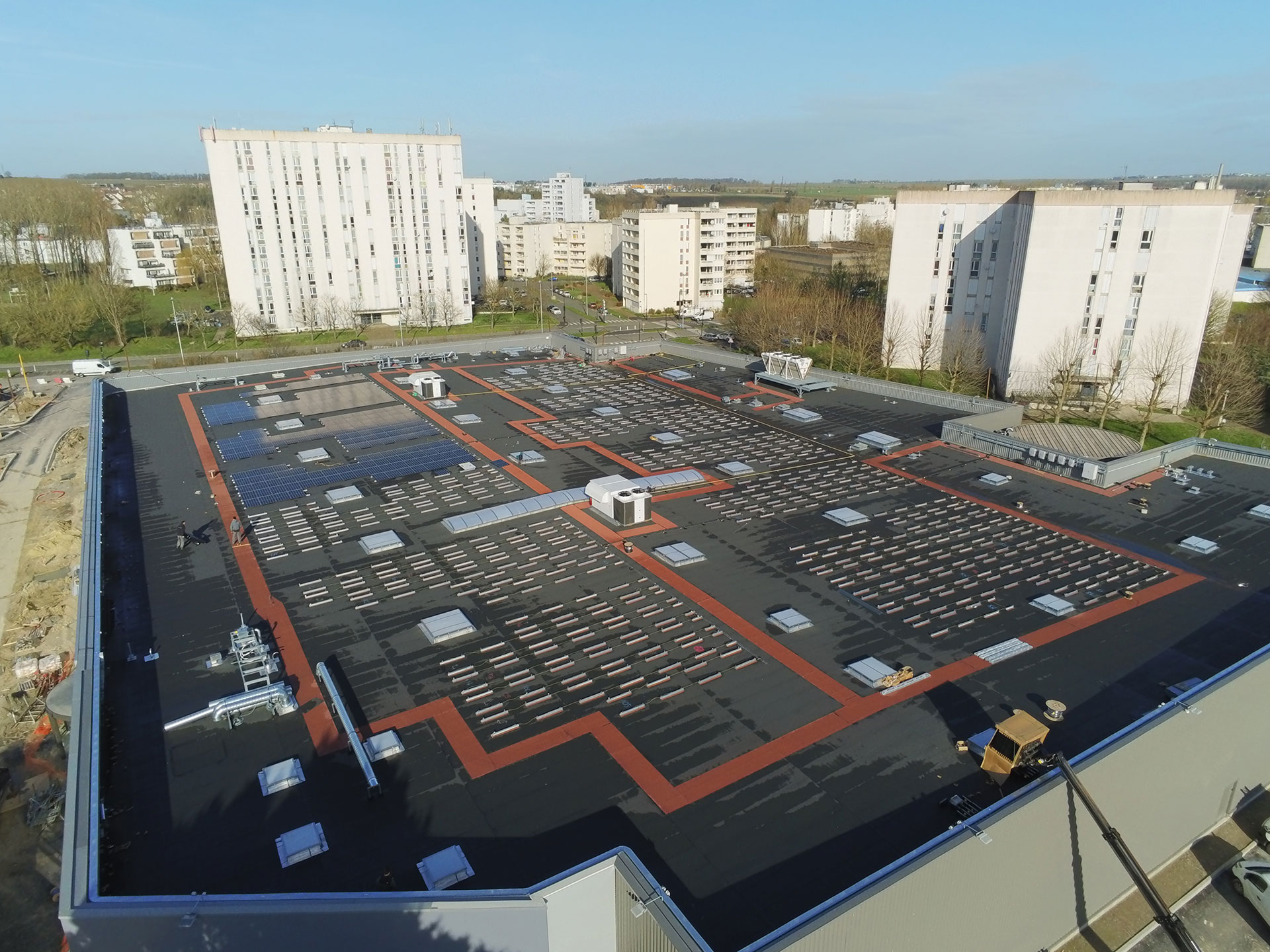 Roof-Solar-Bitumen-rails-shopping-center