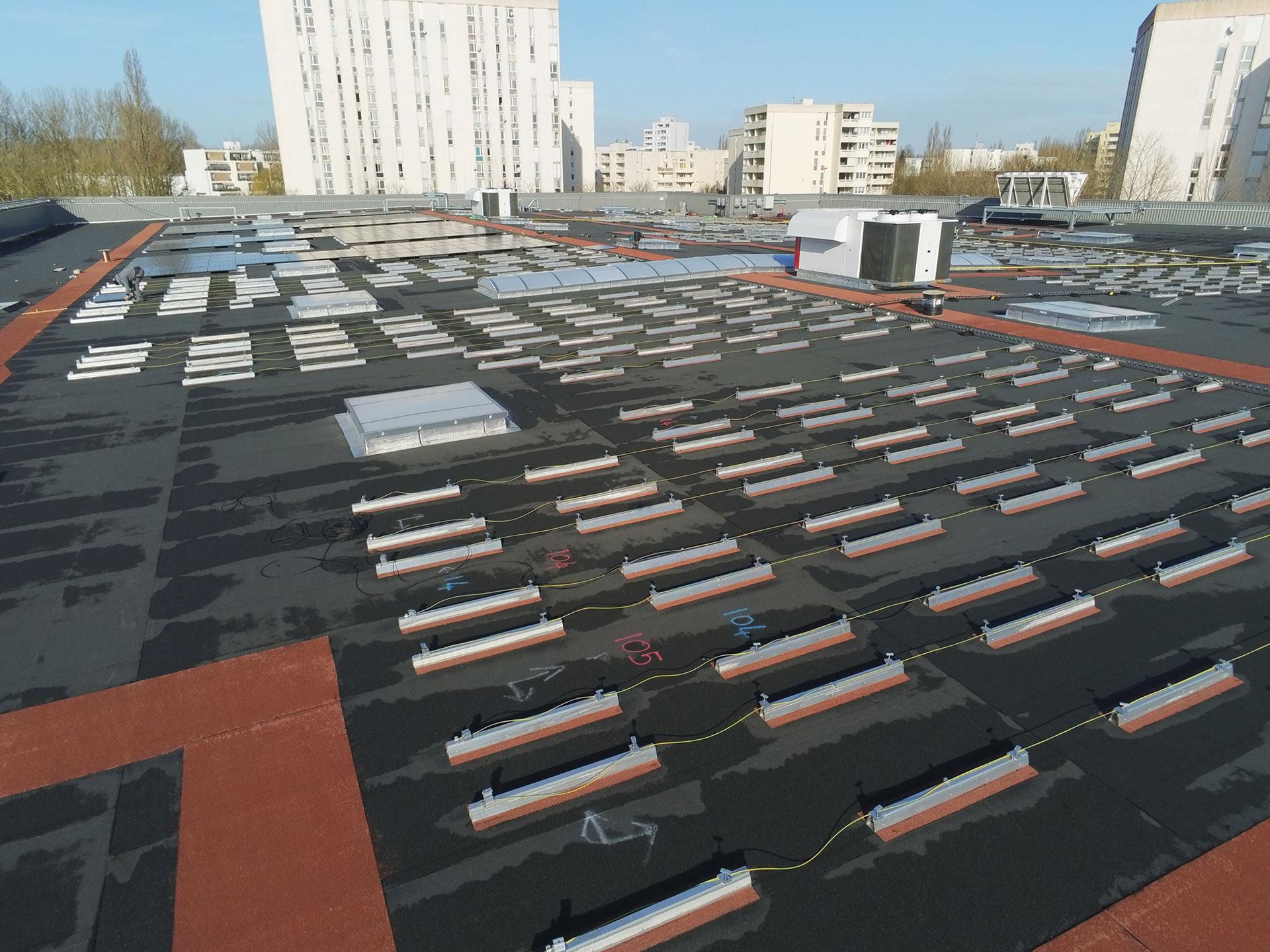 Installation-solar-panels-bitumen-flat-roof-supermarket