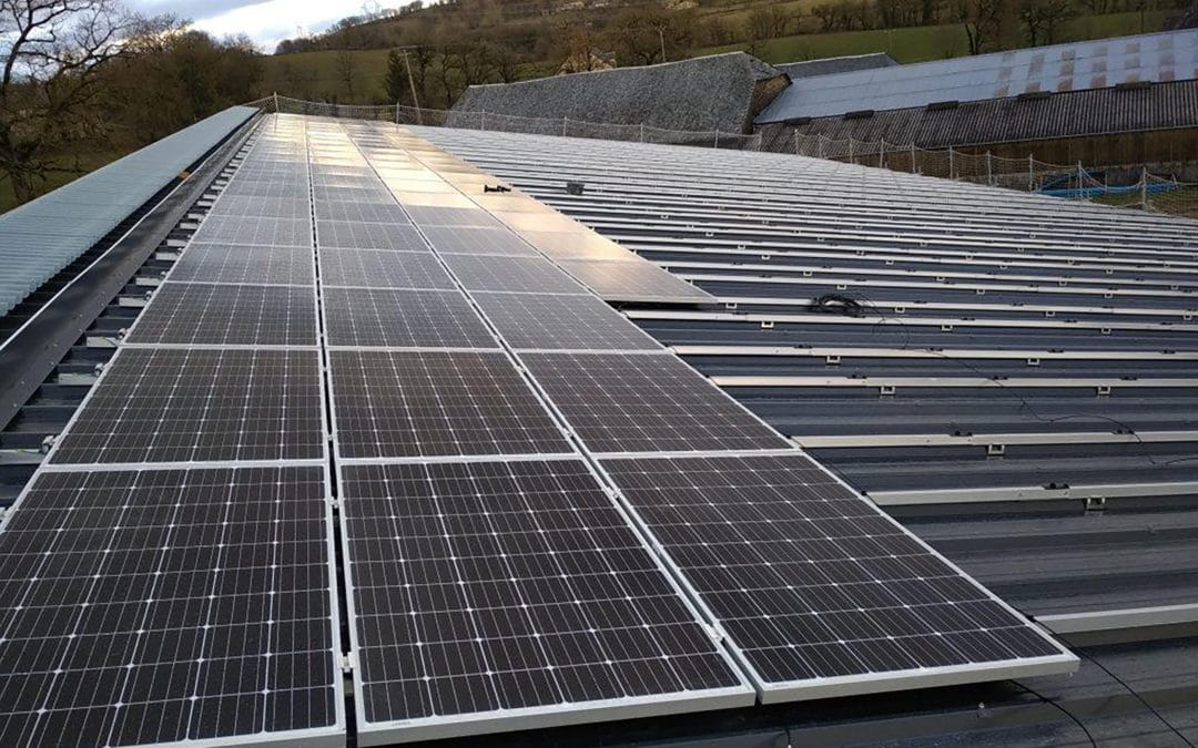 Photovoltaic roof of an agricultural building in Aveyron