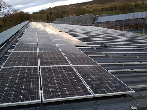 installation-toiture-photovoltaique-batiment-agricole-aveyron
