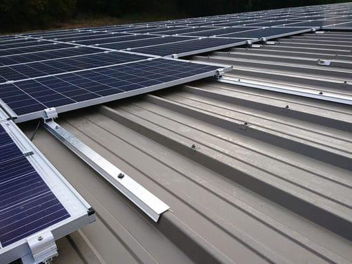 systeme_fixation_panneaux_photovoltaiques_toiture_usine