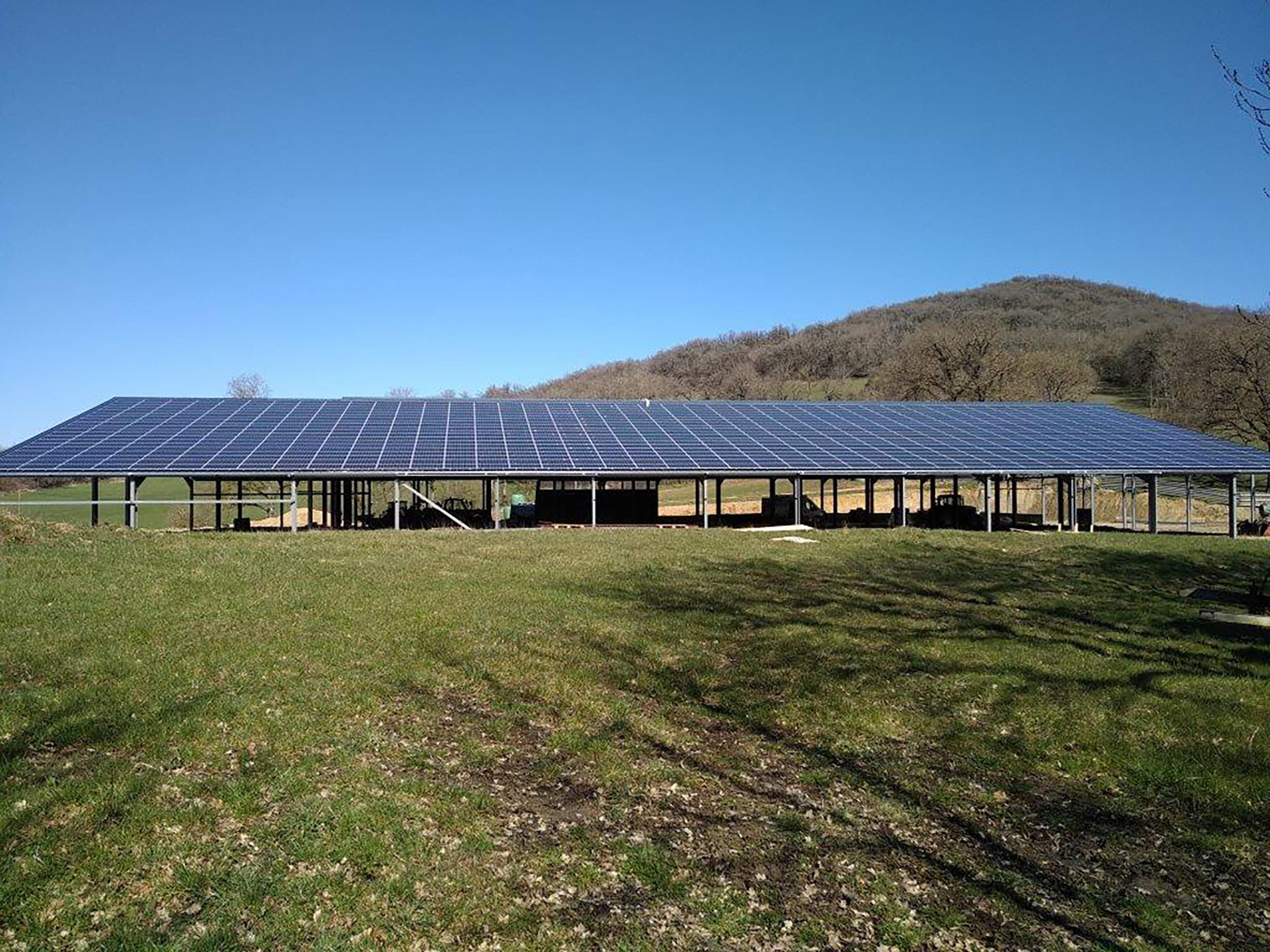 toiture-photovoltaique-batiment-agricole-aveyron