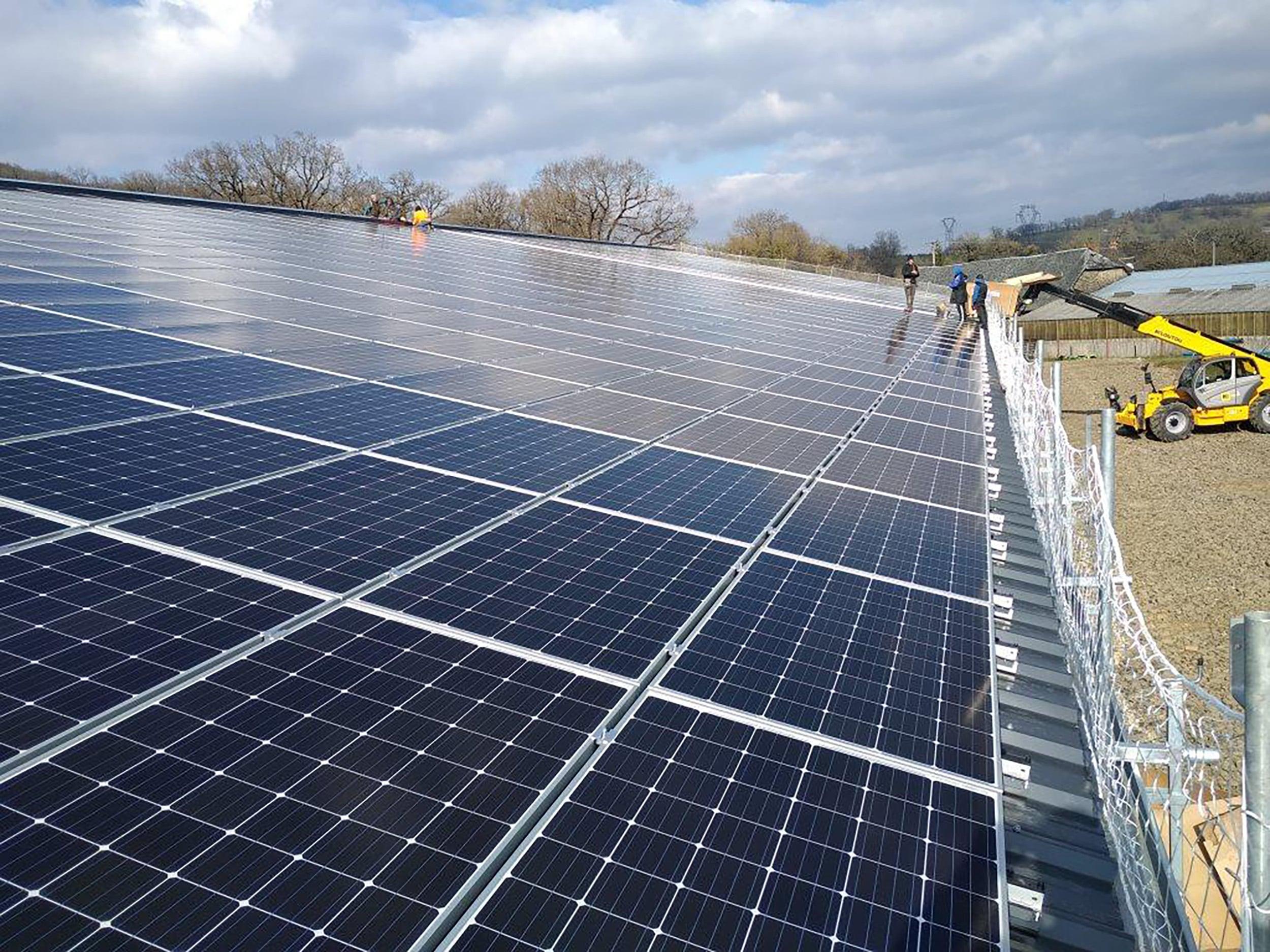 toiture-photovoltaique-dun-batiment-agricole-laveyron